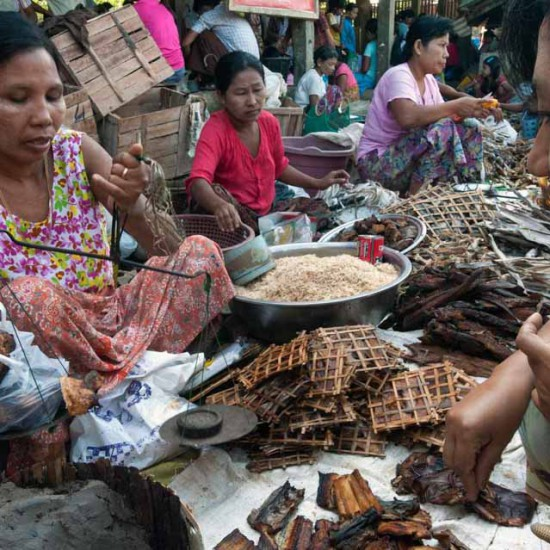 Mrauk Oo market TJWebster Yangon__24269